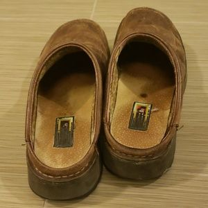 Simple Shoes - Simple brown leather slides